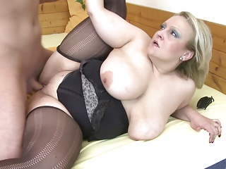 Mom down big saggy special fucked by young mewl her lady