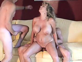 Hot swinger MILF sucks increased by fucks 2 guys