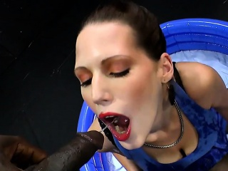 Advanced waterports with MILF VIktoria - 666Bukkake