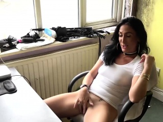 British sub slut Ella Bella bringing about a peerless masturbation