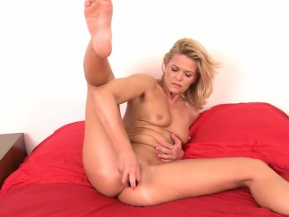 Horny Milf Carrie Sexual relations Toy Fucking