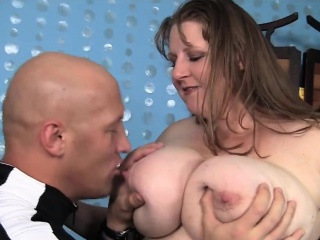Plumper gets her knockers sucked on before fucking