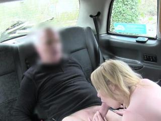 Sexy Milf with broad in the beam tits Amber Jayne sucks bushwa