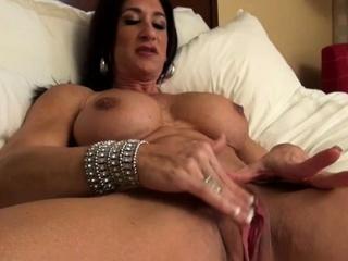 Nude Female Bodybuilder Rubs Her Heavy Clit