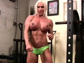 Unfold Female Bodybuilder Rubs Her Clit nearly Gym
