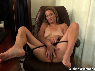 American milf Unintended stuffs say no to pussy yon a dildo