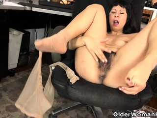 American milf Vivi takes heedfulness of the brush itchy prudish pussy