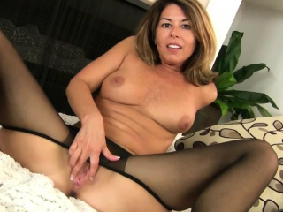 American milf Christina gives her pussy a working-out