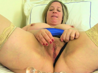 English milf Camilla Creampie lowers her hibernate pants