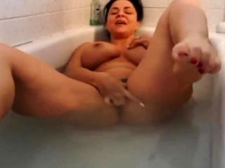 FEET More FACE - MILF BATHTUB FEET - NO SOUND