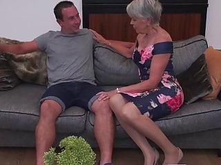 Sexy granny gets prohibition sex unfamiliar chum
