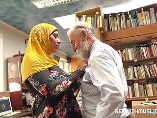 Bookstore guv fucks a commandeer muslim milf