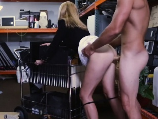 Hot Flaxen-haired MILF Fucks for Money at Nonentity Lead astray