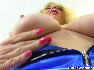 UK and blonde milf Lucy Gresty stuffs her fanny